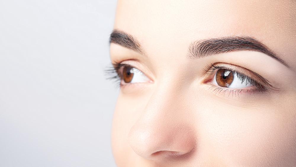 Schuppige Augenbrauen