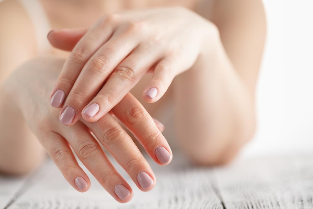 weiße flecken fingernägel
